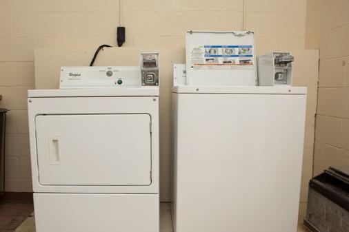 Red Roof Inn & Suites Jackson, TN - 杰克逊 - 洗衣设备