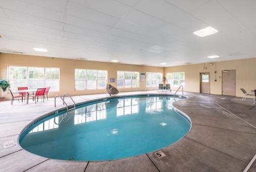 诺克斯维尔东红顶套房酒店 - 诺克斯维尔 - 游泳池