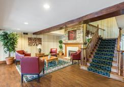 诺克斯维尔东红顶套房酒店 - 诺克斯维尔 - 大厅
