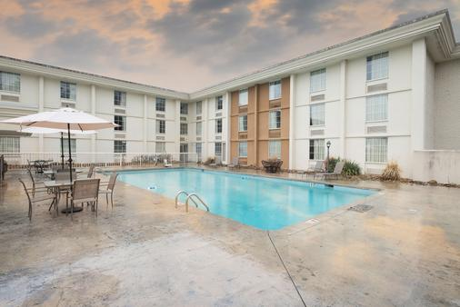 Red Roof Inn Knoxville Central - Papermill Road - 诺克斯维尔 - 建筑