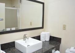 查塔努加红屋顶酒店及套房 - 市中心 - 查塔努加 - 浴室