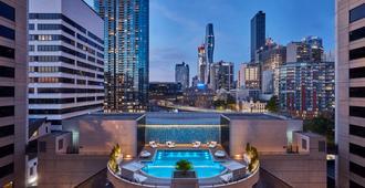 墨尔本皇冠假日酒店 - 墨尔本 - 游泳池