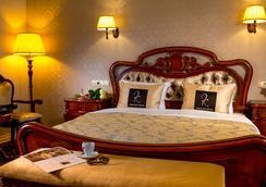 骑士精品酒店 - 利沃夫 - 睡房