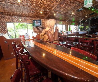 灯塔度假胜地:套房宾馆 - 迈尔斯堡海滩 - 酒吧