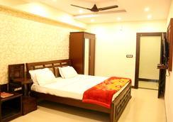 Hotel Grand Sandarshini Inn - 海得拉巴 - 睡房