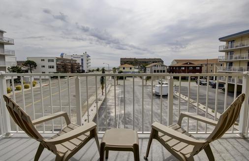 海岸棕榈树客栈及套房酒店 - 大洋城 - 阳台