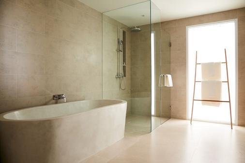 曼特拉苏梅度假村 - 苏梅岛 - 浴室