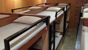 中央线宾馆 - 孟买 - 睡房