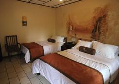 阿美利卡拉罗萨德酒店 - 阿拉胡埃拉 - 睡房