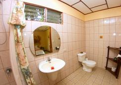 阿美利卡拉罗萨德酒店 - 阿拉胡埃拉 - 浴室