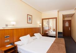 康姆波斯特拉苏伊德酒店 - 圣地亚哥-德孔波斯特拉 - 睡房