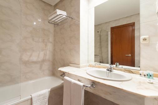 康姆波斯特拉苏伊德酒店 - 圣地亚哥-德孔波斯特拉 - 浴室