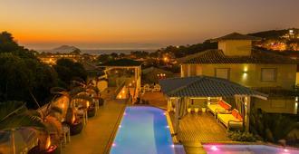 鲍萨达安罗马多马尔酒店 - 布希奥斯 - 游泳池