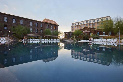 金河冒险港酒店 - 含冒险港主题公园门票 - 萨洛 - 游泳池