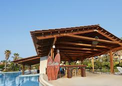 埃尔帕索冒险港酒店 - 带主题公园门票 - 萨洛 - 游泳池