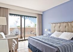 Hotel Portaventura - Theme Park Tickets Included - 萨洛 - 睡房