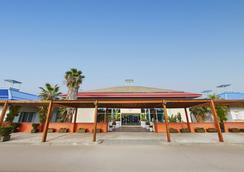 卡里布冒险港公园酒店 - 包括冒险港公园门票 - 萨洛 - 建筑