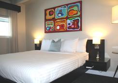 柯伦特酒店 - 长滩 - 睡房
