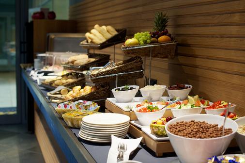布达佩斯七季公寓酒店 - 布达佩斯 - 自助餐