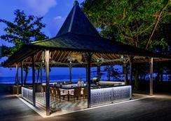 巴厘岛花园海滩假日酒店 - 库塔 - 酒吧