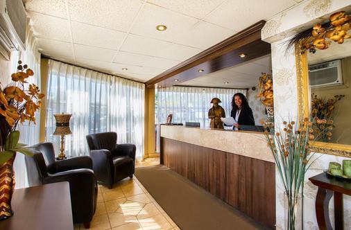 波拿巴汽车旅馆酒店 - 魁北克市 - 柜台