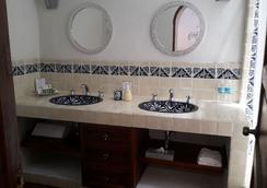 科里奥民宿酒店 - 圣米格尔-德阿连德 - 浴室