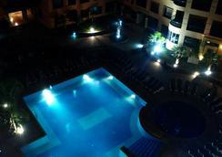 莫加多尔门扎公寓酒店 - 马拉喀什 - 游泳池