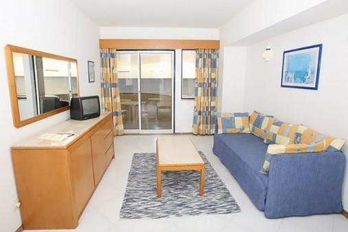 阿尔加维莫旅行公寓酒店 - 波尔蒂芒 - 客厅
