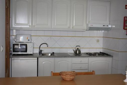 阿尔加维莫旅行公寓酒店 - 波尔蒂芒 - 厨房