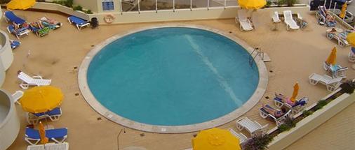 阿尔加维莫旅行公寓酒店 - 波尔蒂芒 - 游泳池