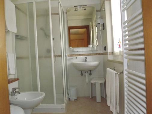 Hotel Relais Grünwald - 卡瓦莱塞 - 浴室