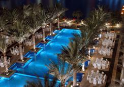 迪拜市中心宫酒店 - 迪拜 - 游泳池