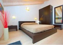 伊索拉豪园酒店 - 纳戈 - 睡房