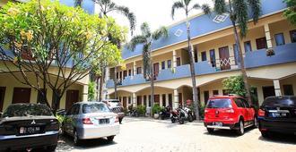 红多兹Plus酒店@ 卡莱特佩度林纳3号 - 南雅加达 - 建筑