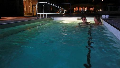 水印海滩度假村 - 奥索尤斯 - 游泳池