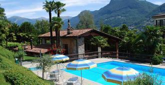 大陆公园酒店 - 卢加诺 - 游泳池