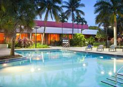 迈阿密机场万豪酒店 - 迈阿密 - 游泳池