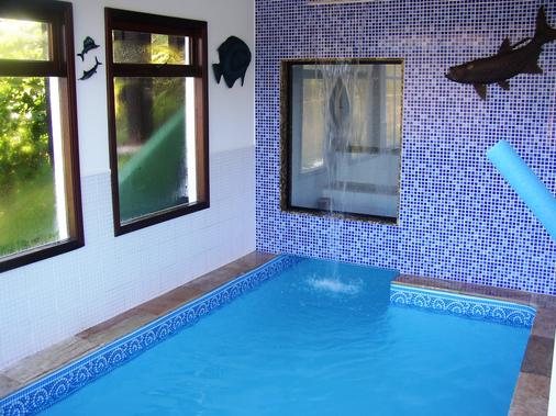瑞坎多松霍斯旅馆 - 坎波斯杜若尔当 - 游泳池
