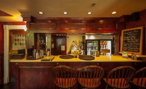 邓迪阿姆斯旅店 - 夏洛特顿 - 酒吧