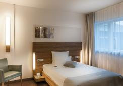 城市宫殿酒店 - 科隆 - 睡房
