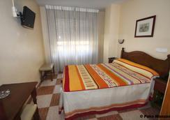 塞维利亚酒店 - 阿尔梅利亚 - 睡房