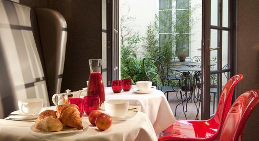 巴黎小巴黎酒店 - 巴黎 - 自助餐