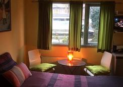 PhilDutch Houseboat Amsterdam Bed and Breakfast - 阿姆斯特丹 - 睡房