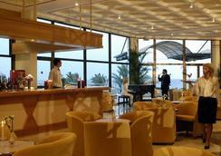 康斯坦丁诺雅典娜皇家海滩酒店 - 帕福斯 - 酒吧