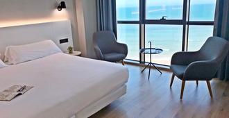 阿斯图里亚斯王子酒店 - 希洪 - 睡房