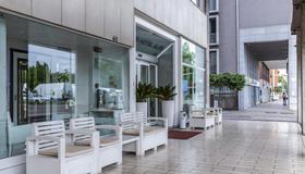 伊利特套房酒店 - 博洛尼亚 - 露台
