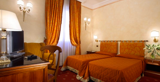 隐士大酒店 - 罗马 - 睡房