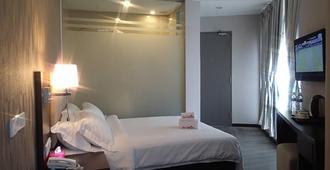 特里优姆酒店 - 吉隆坡 - 睡房