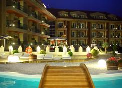 奥古斯塔 Spa 度假村 - 桑亨霍 - 游泳池