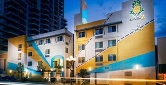 圣迭戈格斯灯住宿菠萝 Z 酒店 - 圣地亚哥 - 建筑